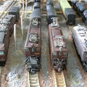 デッキ型電気機関車は映える情景の作りに役立つのかをやってみました。昔の貨物駅