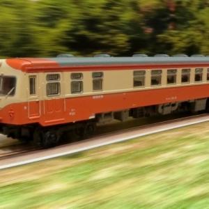 鉄道模型車両撮影の概念が変わったぐらいすごいアイディア(個人の感想です)の「映える撮影用背景紙」を特別付録で撮影キハユニ16とキハ25