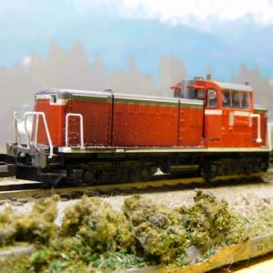 KATO小型ディーゼル機関車DD16とコンテナ編成背景画を替えて