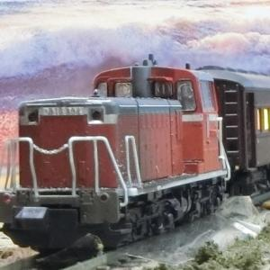 DD16が牽引シキ1000とオハ35系の3両編成(オハ35-22+オハ35-459+オハフ33-215)