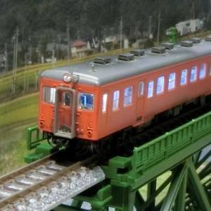 TOMIX 92166 Nゲージキハ25首都圏カラーがTOMIX上路式単線トラス鉄橋S280(F)(深緑)路線を走る