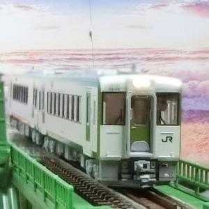 KATOキハ111 100+キハ112 100がTOMIX上路式単線トラス鉄橋を走る