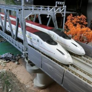 KATO複線トラス鉄橋とTOMIX複線曲弦大トラス鉄橋がドッキングとKATO Nゲージ九州新幹線 800系  さくら・つばめ