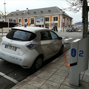 南フランス ニースで電気自動車カーシェアリングサービスAuto Bleueを利用する