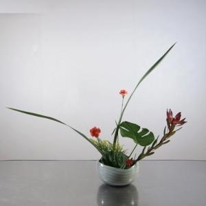 すこし大きめの花器に、伸び伸びと