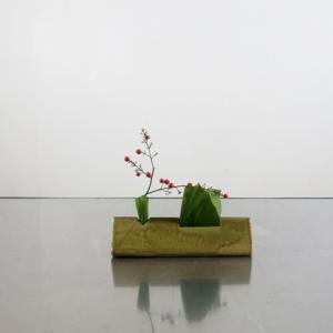 小さな花器で、ほっこり感
