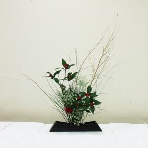 生徒さん お正月花 長方形の花器で