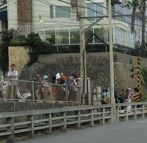 鎌倉高校前の渋滞の訳は・・・聖地だから?!