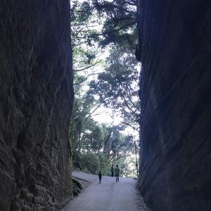 灯篭坂大使の切通しトンネル