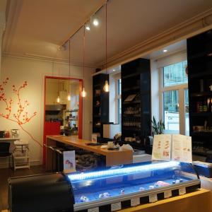 ベルギーで絶品創作寿司。全力咀嚼。笑