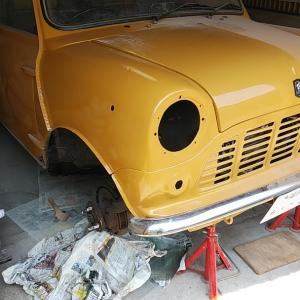 ローバーミニ DIYレストア ライト周りの部品と久々のエンジン始動
