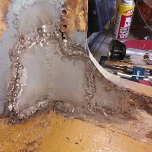 ローバーミニ DIYレストア 塞いだ穴に色を乗せる