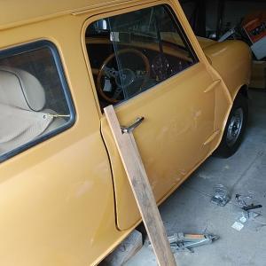 ローバーミニ DIYレストア ドアキャッチユニットの破損修理