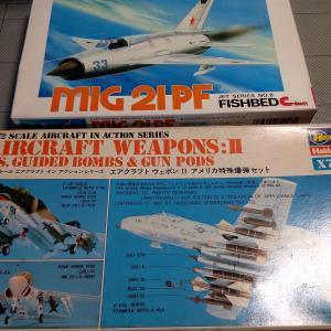 爆弾とMIG-21