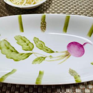 手描きプレートと大豆ミート料理