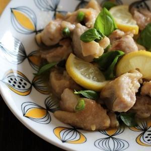 鶏もも肉とレモンの青唐辛子炒め