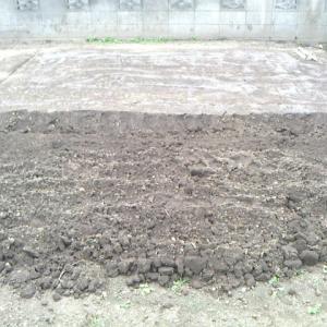 サンバー駐車場を掘り返す
