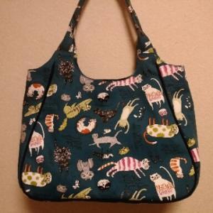 ネコ柄のパイピングバッグ