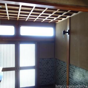 昭和の面影が残るレトロな型板ガラス