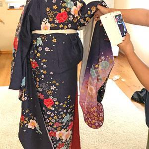 【レッスンの様子】着物にも着付け師にもお客さまにもラクな着せ付け-美容師さんの振袖着付けレッスン