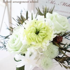 プリザーブドフラワーの仏花を供える【フラワーアレンジメント教室 西宮市】