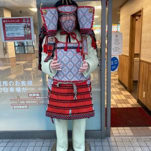 ええ、カーネルさんが鎌倉だとこんなん着るの?