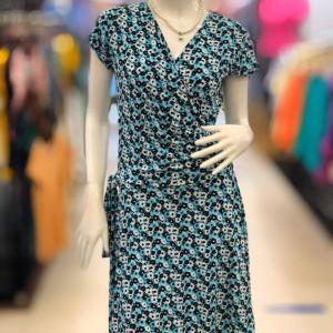 フレアスカートタイプのワンピースって可愛い過ぎて着れませんというあなた、○○柄を選びましょう!