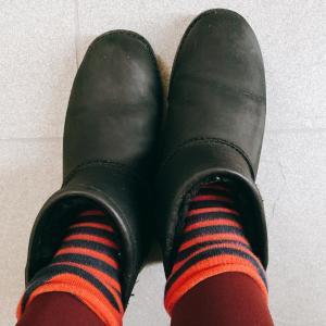 おしゃれなレインブーツコーデが苦手な方は、雨の日には、○○を履いちゃうといいですよ!