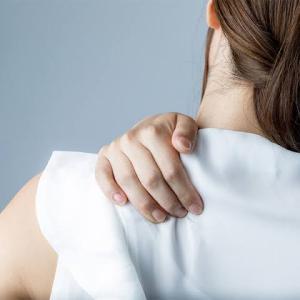 肩凝りや首が回らないのも、スパイクタンパクの影響です。