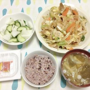 今日のごはん(野菜とお麩の煮物&きゅうりと大根の浅漬け&納豆)