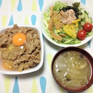今日のごはん(吉野家の牛丼&ツナわかめサラダ)