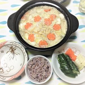 今日のごはん(ごま豆乳鍋とぬか漬け)