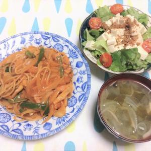今日のごはん(ナポリタン&豆腐サラダ)