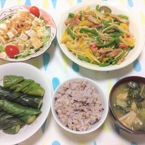 今日のごはん(青椒肉絲&豆腐サラダ&ぬか漬け)
