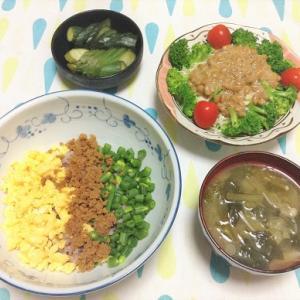 今日のごはん(3色丼&納豆サラダ)