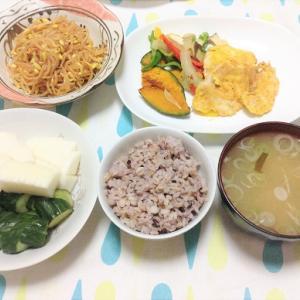 今日のごはん(鶏肉のピカタ&ピリ辛豆もやし&ぬか漬け)