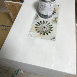 チョークペイントで家具の塗り直し