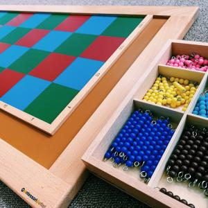 モンテッソーリ・算数教育「チェッカーボードで大きな数に触れる」