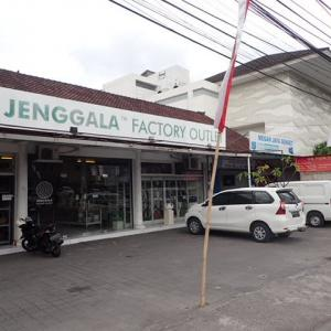 「JENGGALA  FACTORY OUTLET」で小皿を物色♪