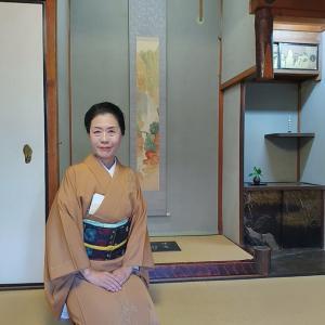 焼き箔の訪問着に長谷川の名古屋帯でにぎわい茶会へ