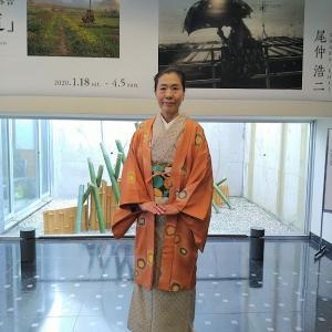 梅の長羽織りで入江泰吉写真展へ