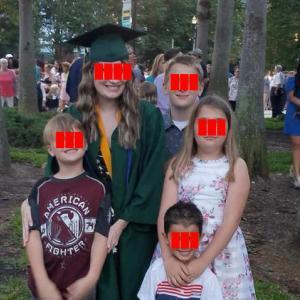 アメリカ人は卒業式に何を着る?