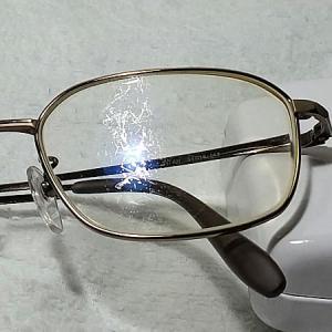メガネを替える