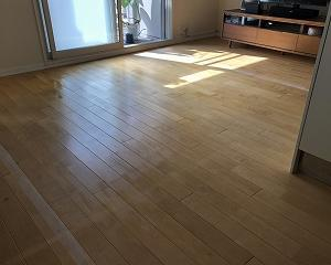 無垢床のオイル塗り(3)