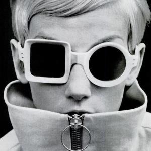 潜在意識を書き換える あなたのメガネは何色?