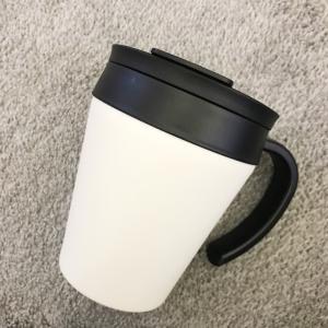 白黒のステンレスマグカップ