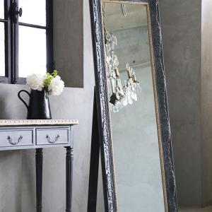 インテリア作りで重宝する鏡と写真立て