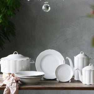 可愛らしい白磁の食器