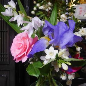 小さな花束で春を楽しむ    2020 薔薇と