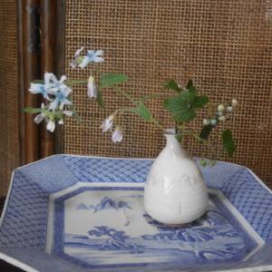小さな花束で初秋をを楽しむ 〜花と実と〜